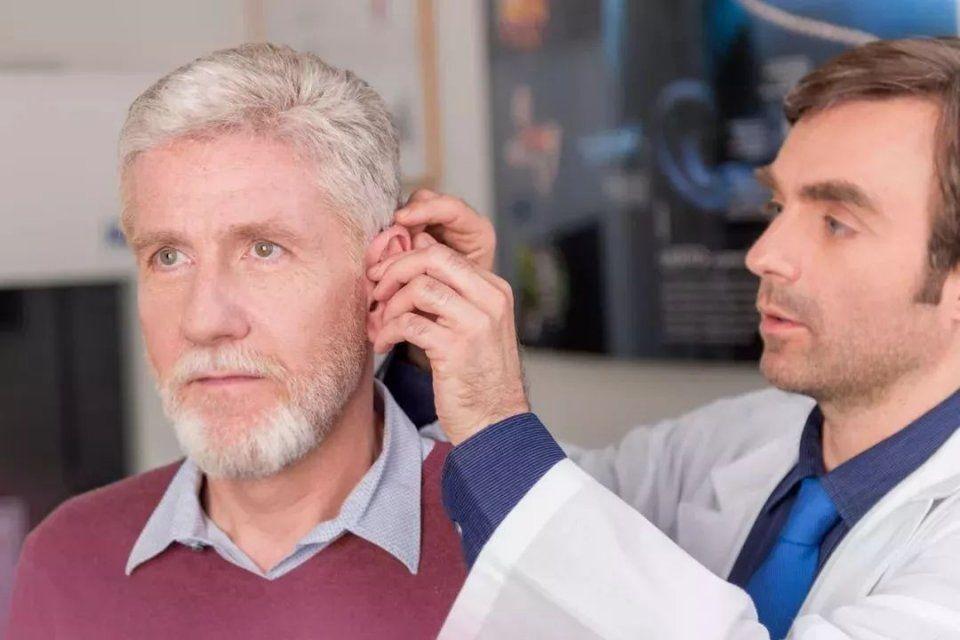 为什么人老了会出现听力减退?